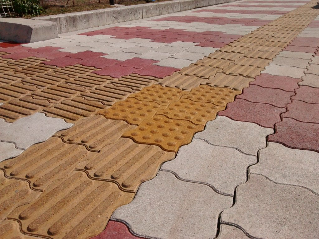 tactile_pavers_japan_yellow
