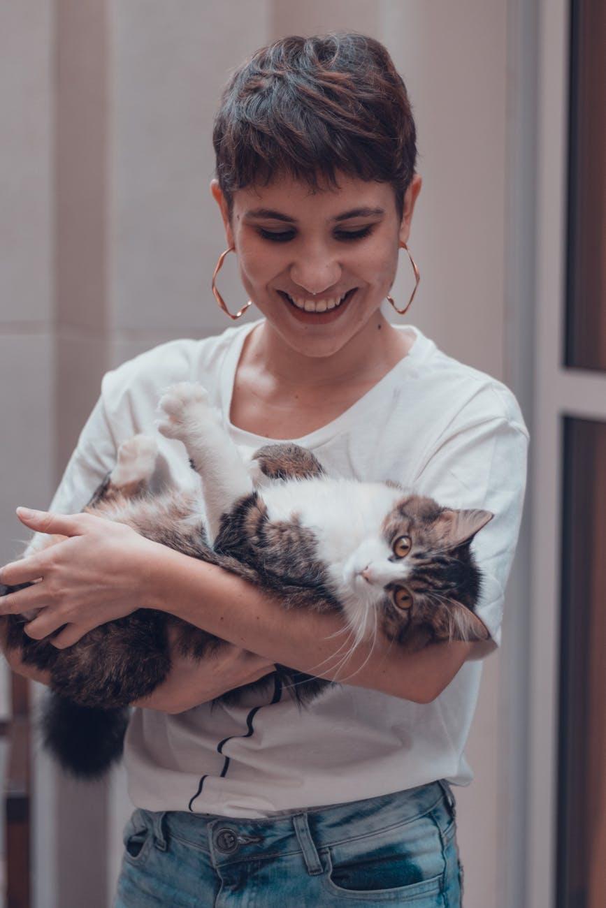 https://www.pexels.com/photo/woman-carrying-cat-3270979/