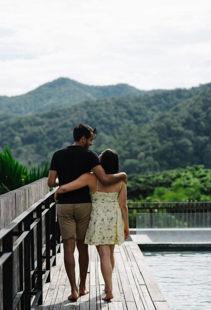 unmarried couples-walking